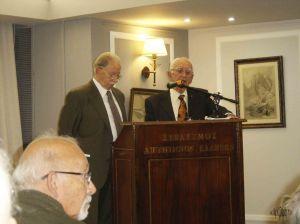 Ο κ. Μ. Κωβαίος παρουσιάζει τον κ. Γ. Βαξεβανίδη