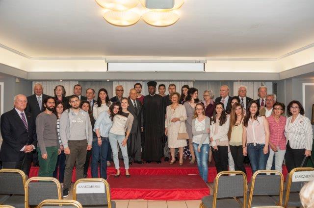 Στιγμιότυπο από την εκδήλωση του ΣΑΕ με τους βραβευθέντες, χορηγούς και μέλη του Συνδέσμου