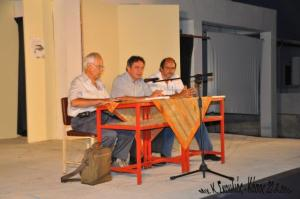 Από αριστερά ο καθηγητής κ. Μ. Περσελής, στο μέσον ο Έπαρχος Καρπάθου-Κάσου κ. Μ. Ερωτόκριτος και ο Δήμαρχος Κάσου κ. Δ. Ερωτόκριτος