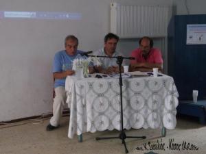 Από αριστερά ο πρόεδρος Δωδεκανησακών Σωματείων Α-Π, κ. Ι. Φραγκούλης, στο μέσον ο Έπαρχος Καρπάθου-Κάσου κ. Μ. Ερωτόκριτος και ο Δ΄ημαρχοσ Κάσου κ. Δ. Ερωτόκριτος