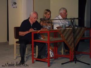 Από αριστερά ο κ. Γ. Βαξεβανίδης, η Φανή Παρλή και ο συγγραφέας Μ. Κομνηνός