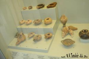 Διάφοροι λύχνοι που βρέθηκαν στο Πόλι, Χέλατρο και Εμπορειό