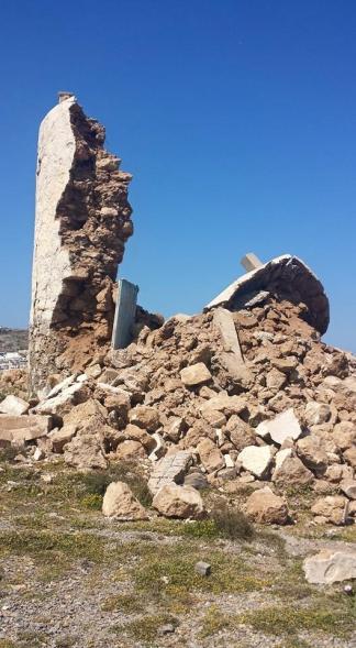 Ότι έχει απομείνει μετά τον ισχυρό  σεισμό των 6,1 ρίχτερ από τον ιστορικό πυργόμυλο του Πελεγράτη. Φωτ. Ποθητή Ζούλη