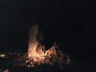 Φωτ. με την κατάρρευση του ιστορικού πυργόμυλου από τον χθεσινό σεισμό (16-4-2015)  των 6,1 ρίχτερ