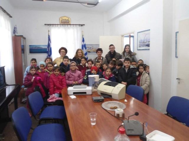 Αναμνηστική φωτ. από την επίσκεψη του Δ. Σχολείου στο Δήμο Κάσου