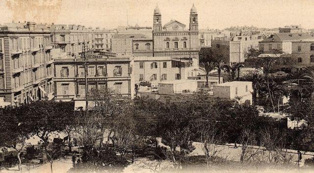 Αλεξάνδρεια 1903, η πλατεία Αγίας Αικατερίνης, στο βάθος  ο Ευαγγελισμός της Θεοτόκου