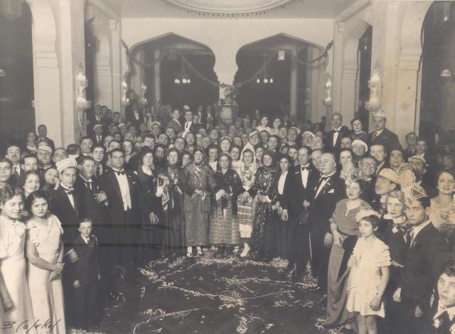 Σπάνια φωτογραφία από Bal Masue στο Κάιρο 1920